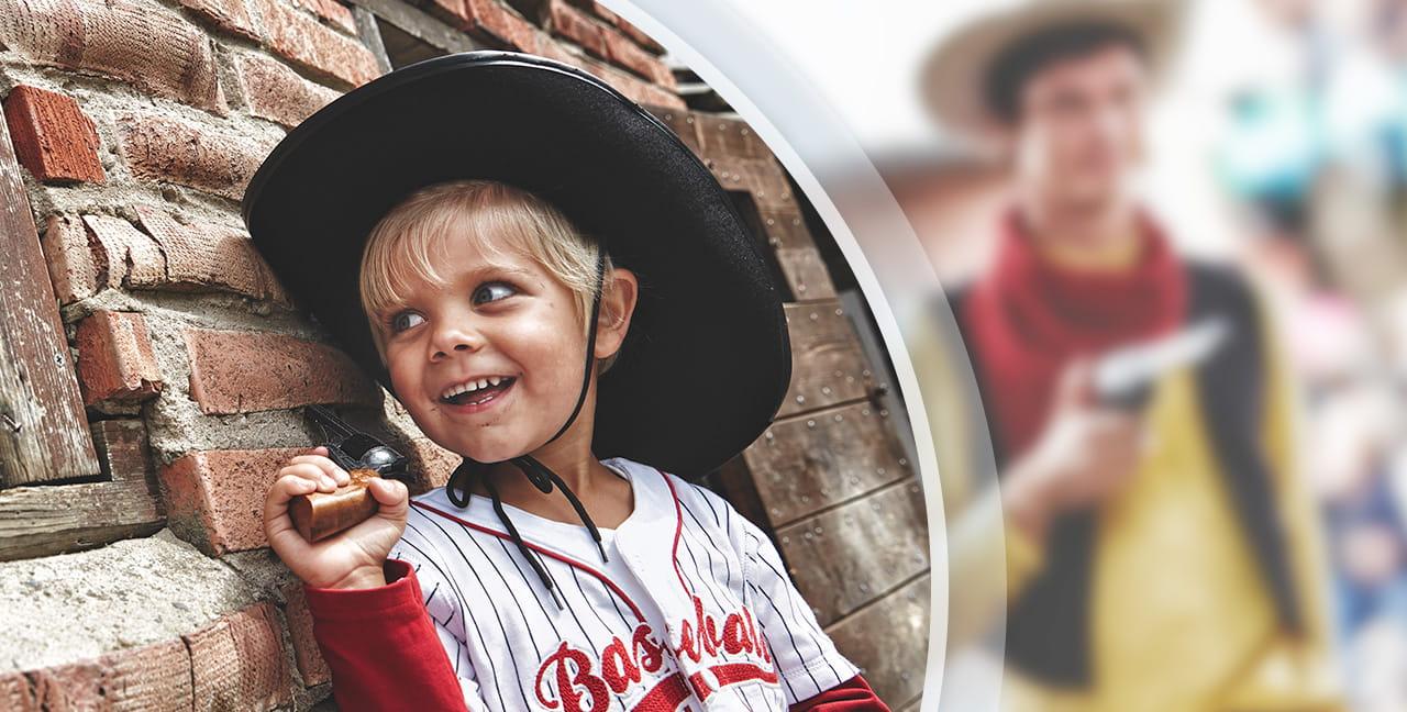 Det Vilde Vesten - High ChaparralBesøg det Vilde Vesten i Småland. Inden for portene, befinder du dig i et levende eventyr med seje cowboys og udspekulerede banditter. Her er aktiviteter og forlystelser for både drenge og piger. Åbningstider: Juni til og med august.